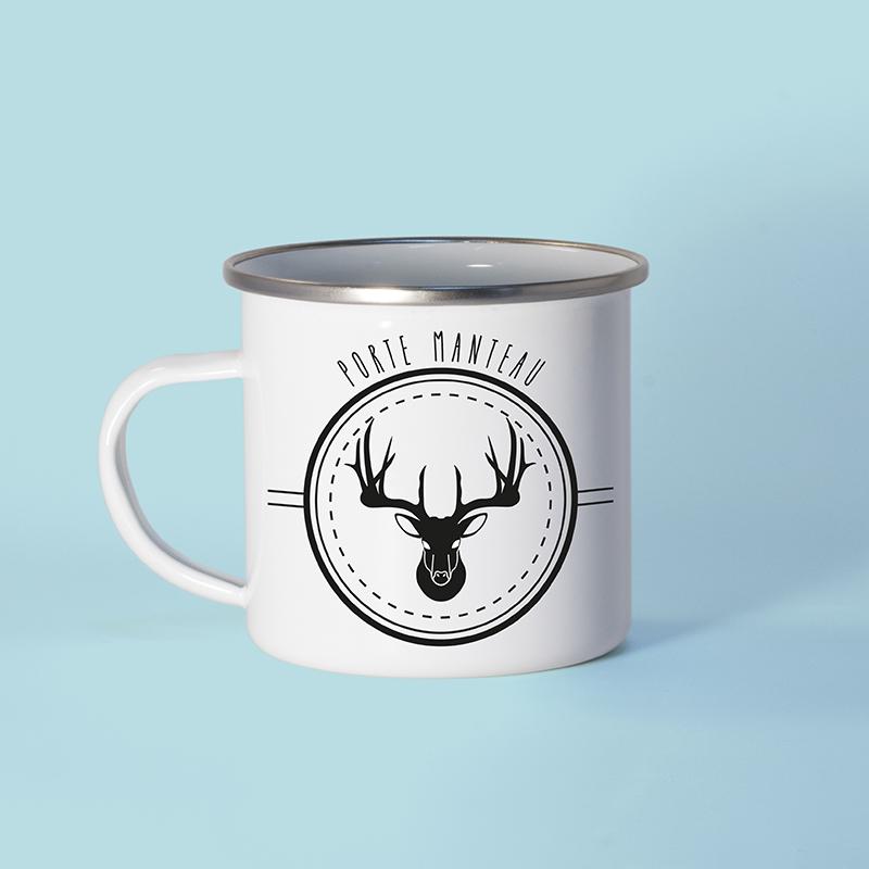 Mug en métal émaillé avec un cerf
