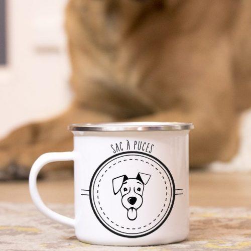 Mug en métal émaillé avec un petit chien