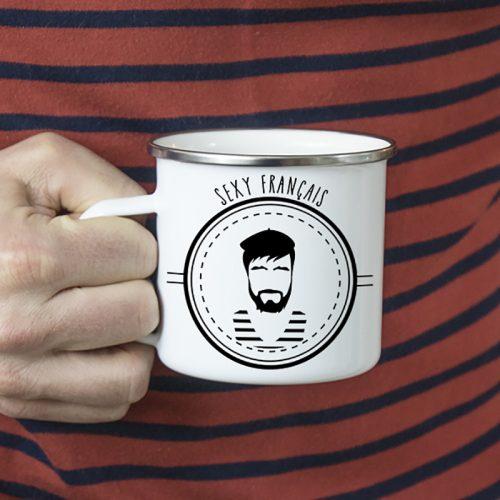 Stéréotype français sur un mug en métal émaillé