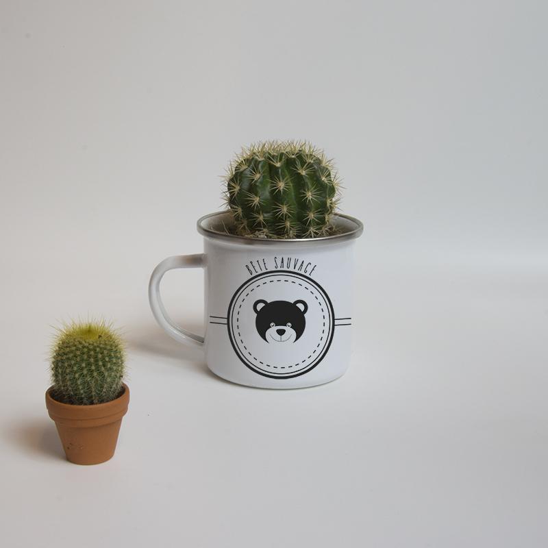 Mug émaillé ours en cache pot pour un cactus