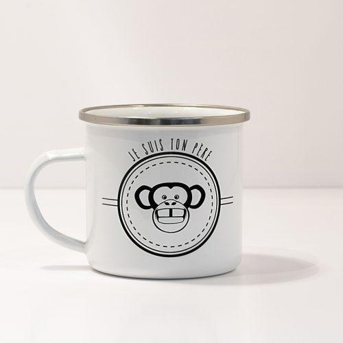 Mug en métal émaillé avec un singe