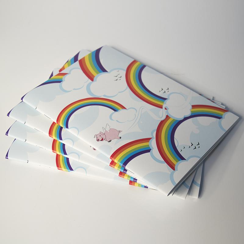 4 carnets de notes avec des arc en ciel