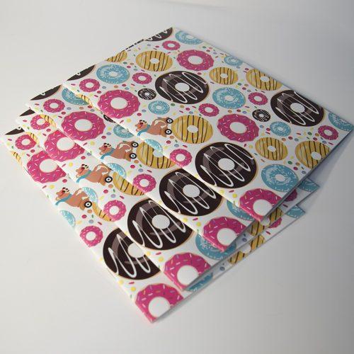Carnet de notes avec des donuts et un ours à mobylette