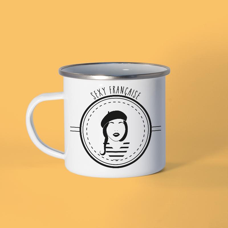 Mug en métal émaillé avec une Frenchie sur fond pastel