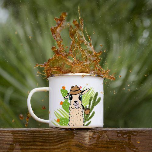 Mug émaillé avec un lama et des cactus
