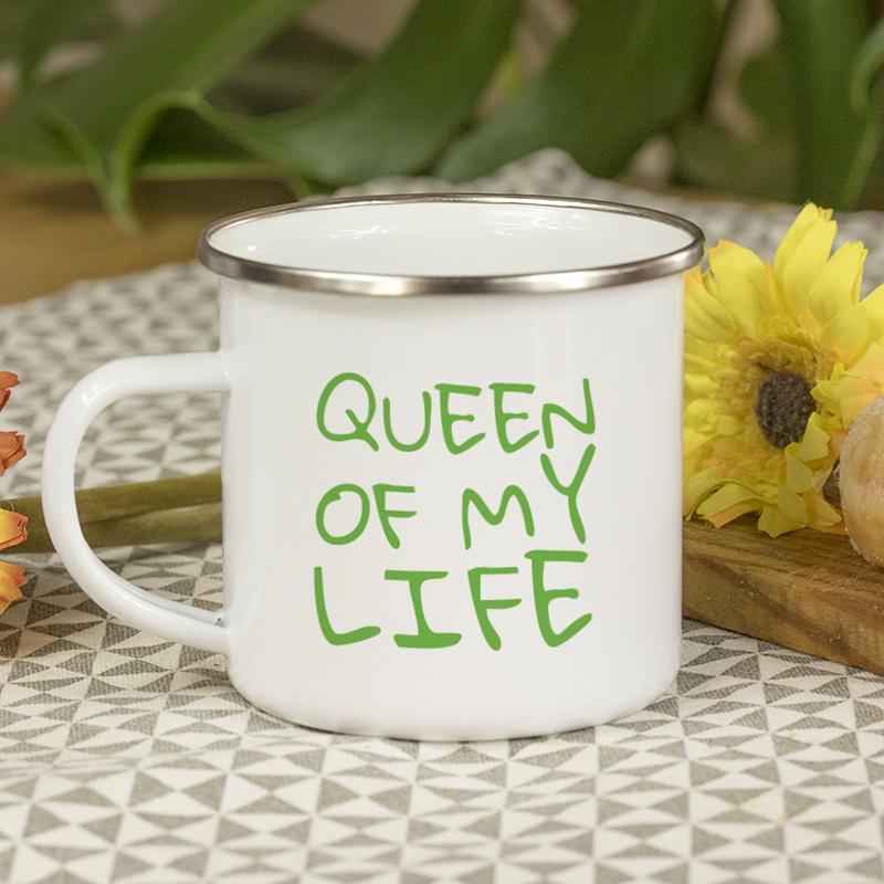 Typographie façon tag vert pour personnaliser vos mugs
