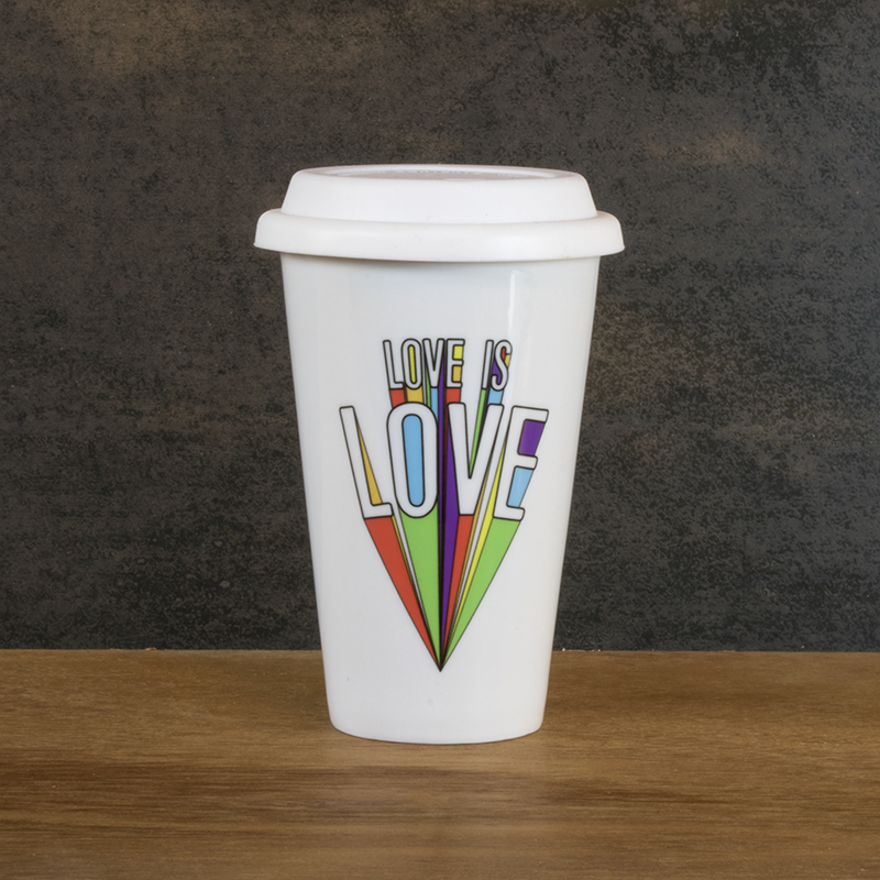 Mug Love is Love sur fond marron
