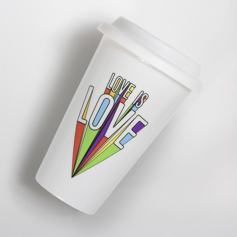 Mug porcelaine Love is Love sur fond blanc